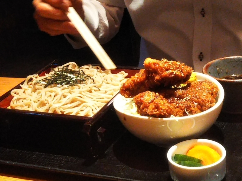 八洲赤沼店ソースカツ丼とざるそばセット