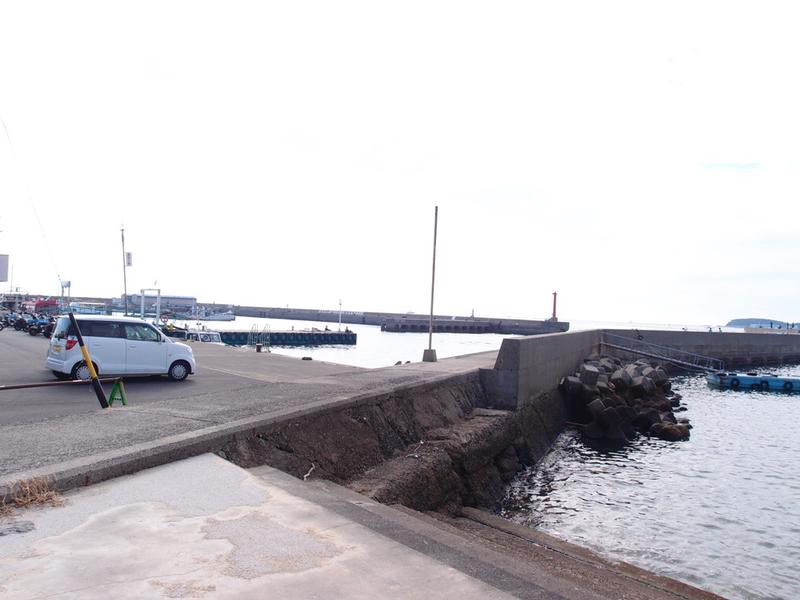 日間賀島西港駐車場側