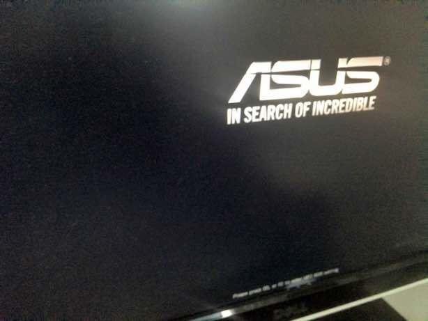 PC起動後、マザーボード提供会社のロゴが出て固まった画面