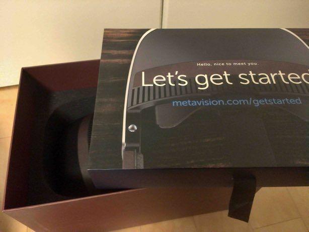 Meta2の箱を開けたところ