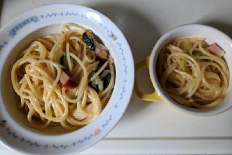 子ども用のお皿に盛り付けたカルボナーラの写真