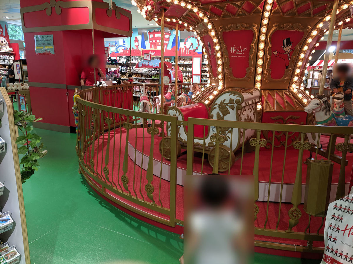 A merry‐go‐round in Hamleys Yokohama at 201906