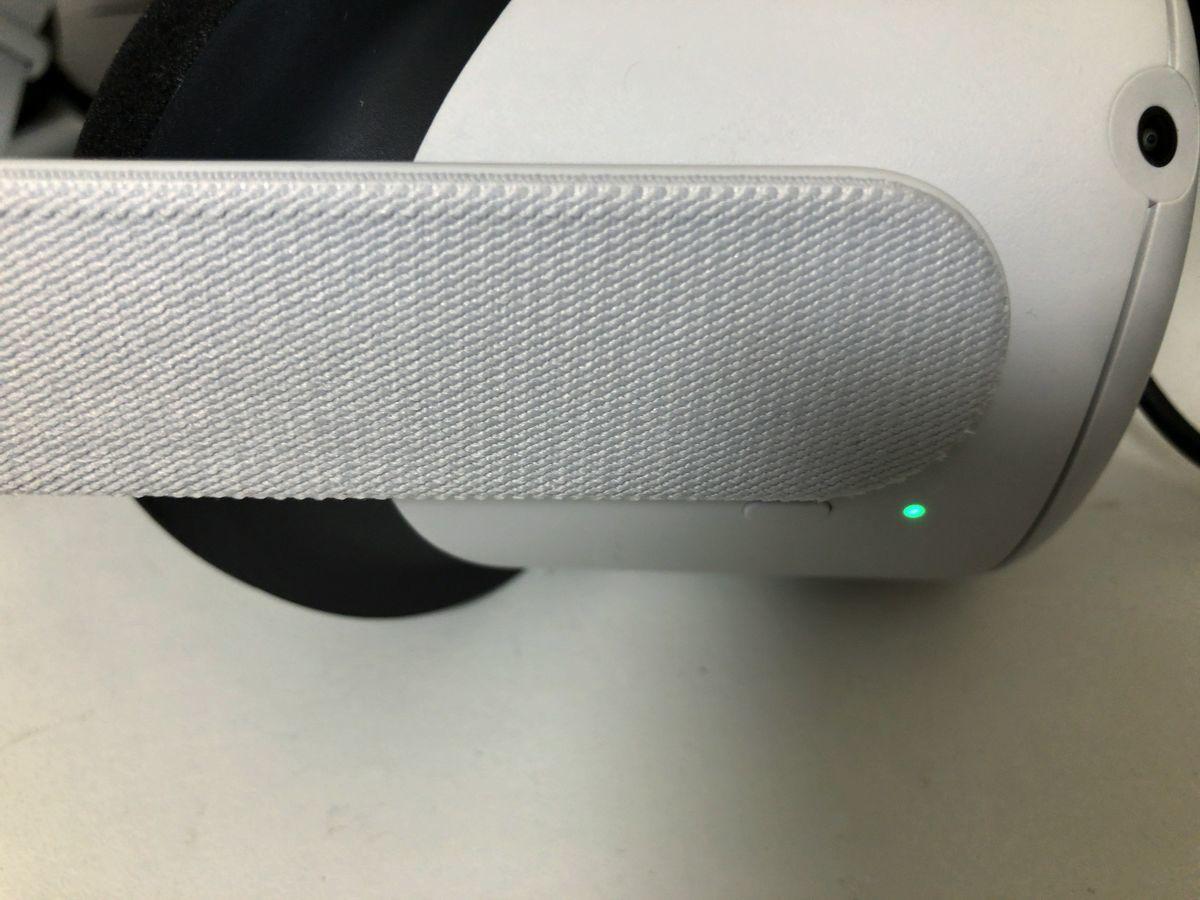 Green LED on Oculus Quest2