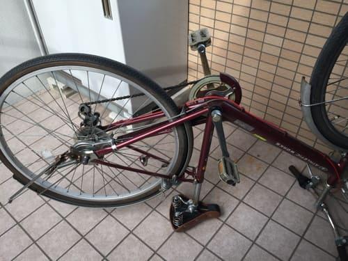 自転車をひっくり返した写真