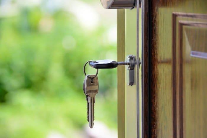 鍵付きドアの写真