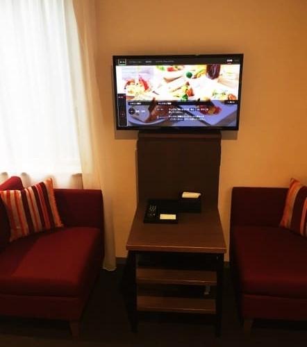 インターゲート東京の部屋、テーブルとイスの写真