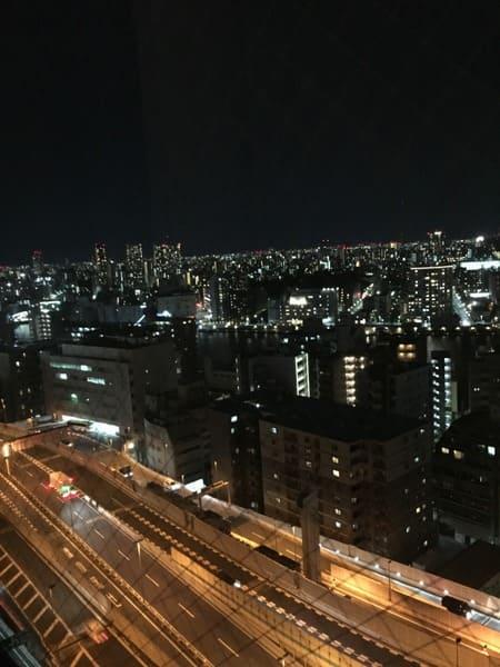 ロイヤルパークホテルのエグゼクティブラウンジからの夜景写真