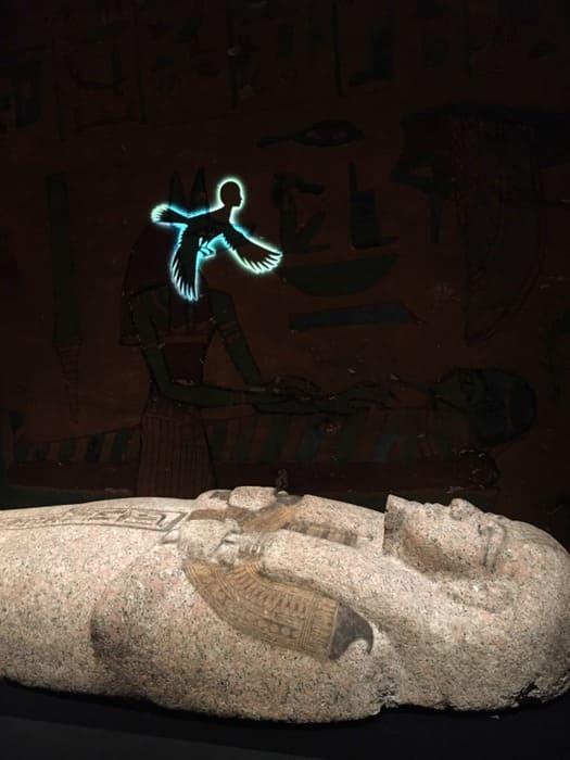 古代エジプト展のプロジェクター投影写真