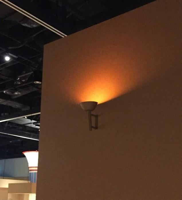 古代エジプト展の展示エリア内照明の写真