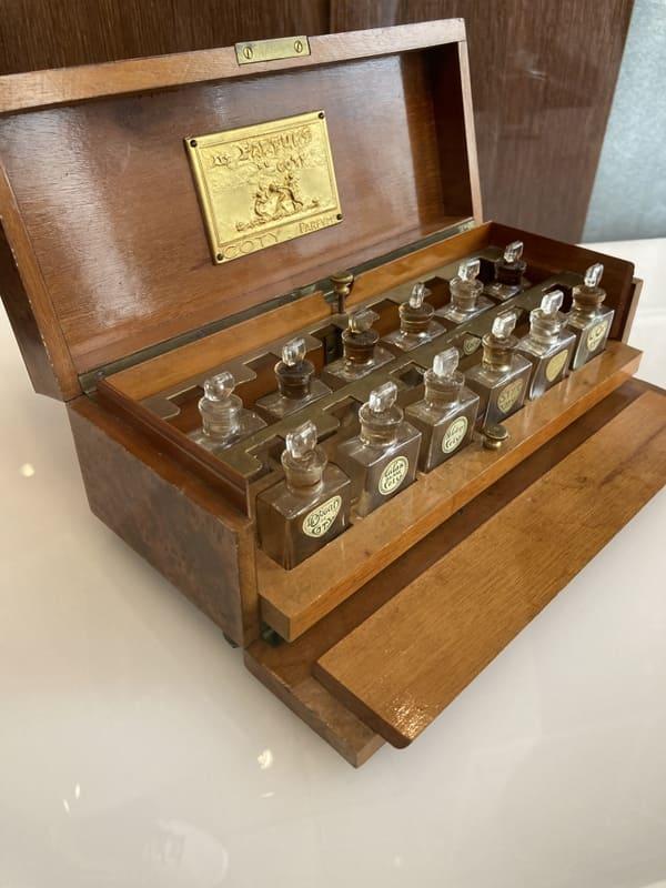 香水テスターケース[コティの香水]の写真