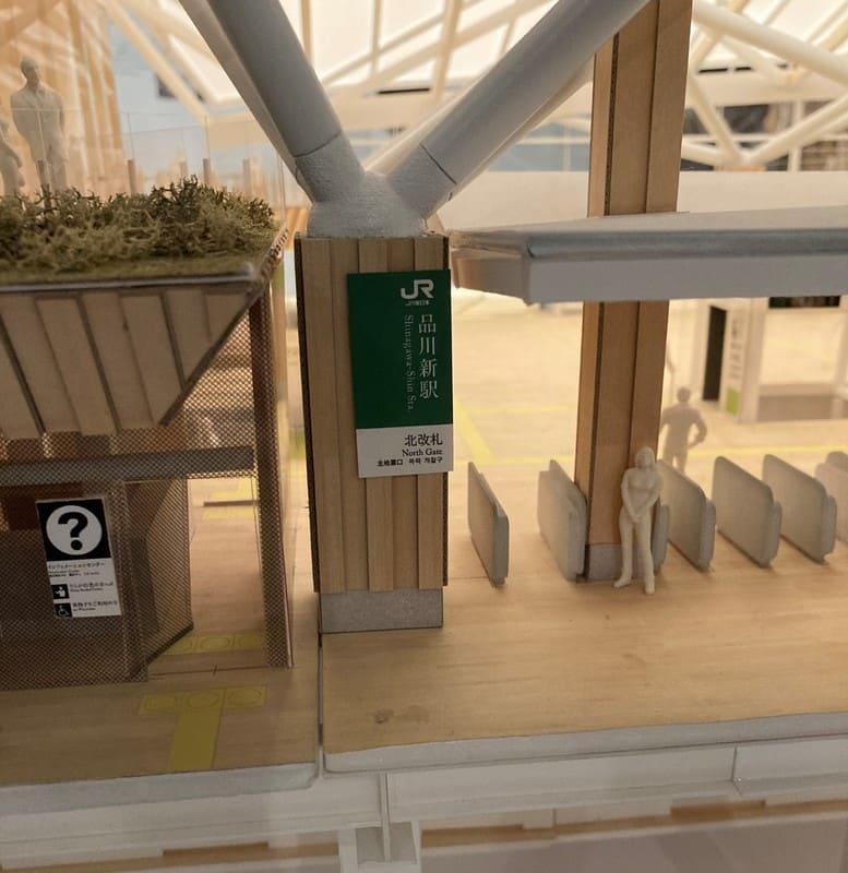高輪ゲートウェイ駅の模型(改札)の写真