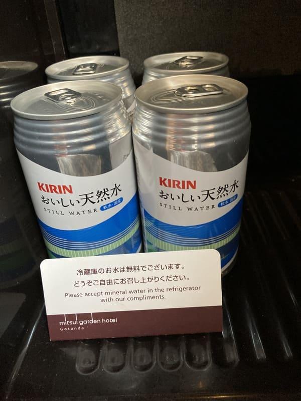 三井ガーデンホテル五反田の部屋のミネラルウォーターの写真