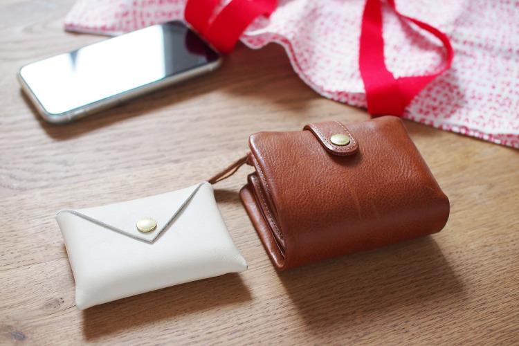 CINQカードケースと二つ折り財布