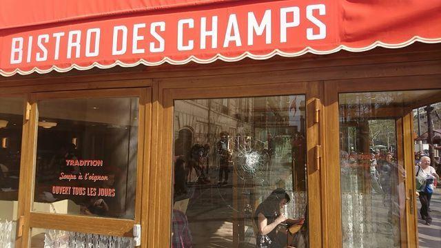 パリシャンゼリゼ通り・Bisto des Champs外観1