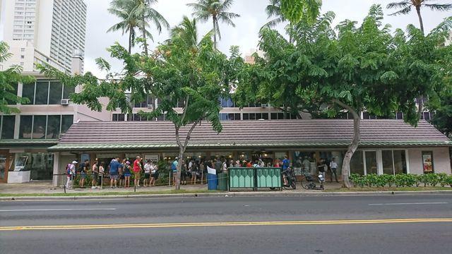 2日目の昼もハワイワイキキの丸亀製麺は行列
