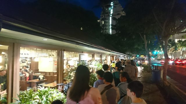 丸亀製麺ワイキキ店Marugame Udon Waikiki行列1