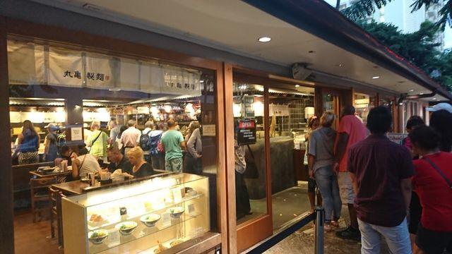 丸亀製麺・ハワイワイキキ店の様子(店外)2
