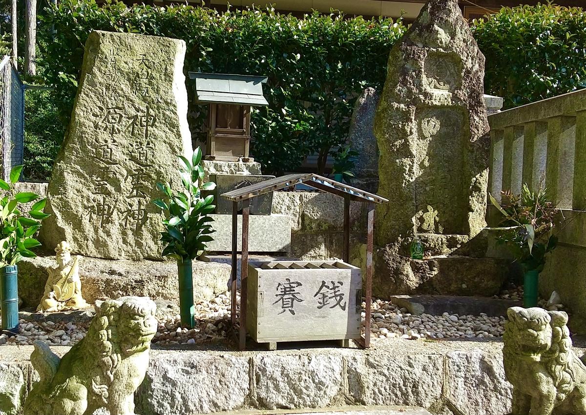 胸形神社の隣に、御嶽神社一統とあり鎮座されています。