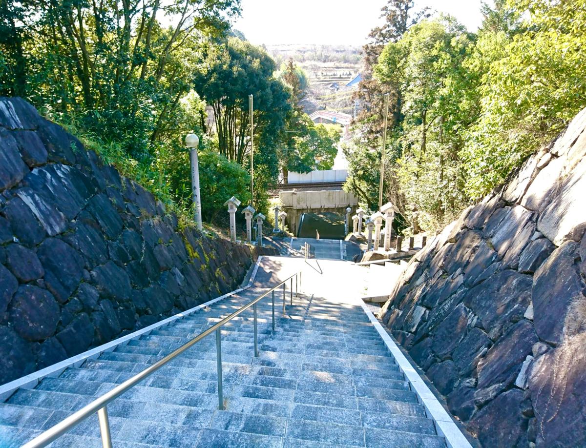 境内より 階段