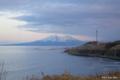 [北海道][駒ヶ岳]噴火湾越しに早春の駒ヶ岳を望む -夕景-