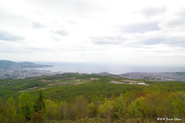 毛無山展望所駐車場から望む小樽市街地