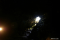 [山梨県][青木ヶ原樹海][西湖コウモリ穴]西湖コウモリ穴・大広間から入口を見返す