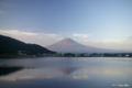 [山梨県][富士五湖][富士山]朝焼けの逆さ富士 I