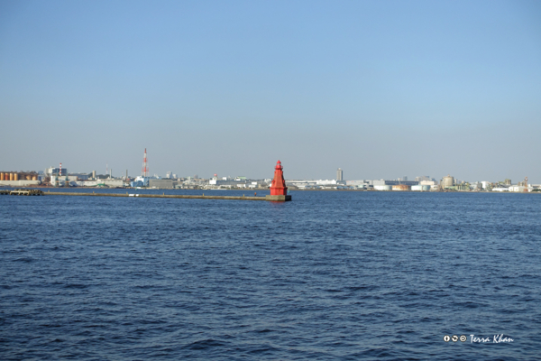横浜港内防波堤灯台(赤灯台)