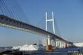 [横浜][橋][海]横浜ベイブリッジをくぐる客船