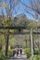 [長野県][上高地]穂高神社奥宮の鳥居と明神岳