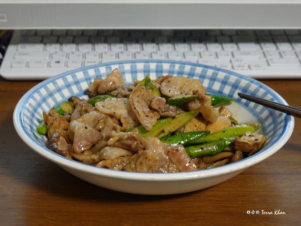 アスパラ・キノコ・豚肉のバター醤油炒め