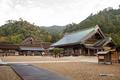 [島根県][出雲大社]庁舎から御本殿・神楽殿と出雲山を望む