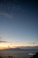 [島根県][空]朝焼けの大山と月
