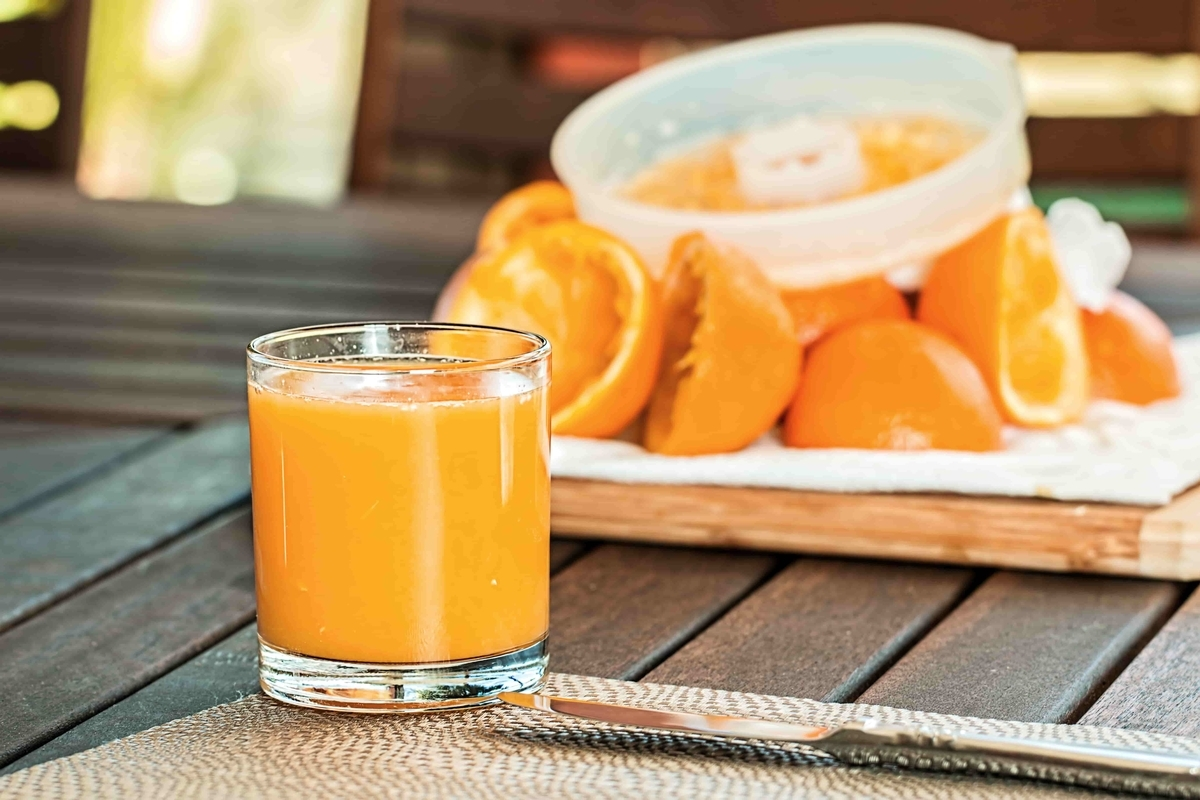ストレート果汁100%オレンジジュース