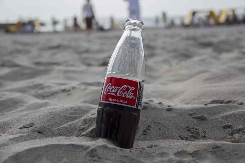 月面にコーラ瓶