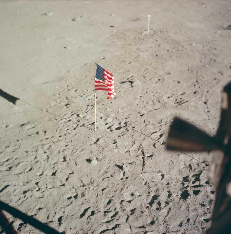 アポロ計画で月面に掲げられた星条旗