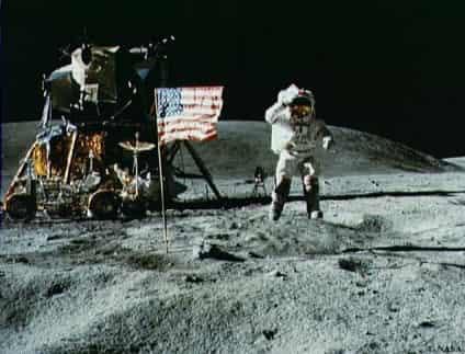月面でジャンプ