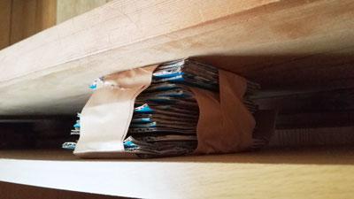 北海道地震 ダンボールとガムテープで家具の固定