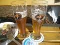 右がバイス、左がケラービール。緒川たまきの旦那風なのが日本初上陸