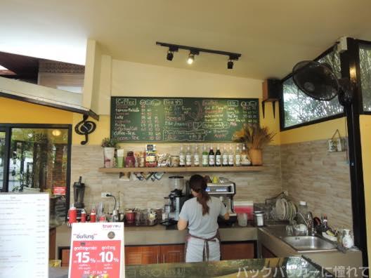 20151021195415 - 【チェンマイ街散歩】オシャレなソイ歩きでカフェとターペー門で海老の夕食