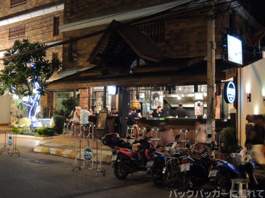 20151022110352 - チェンマイの夜散歩でお薦めしたいバーに出会った! 〜ナイトマーケット・クラブ・バー編〜