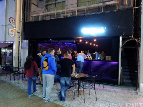20151215222121 - 基地の街ゲート通りでディープな夜のアメリカ人街を飲み歩く