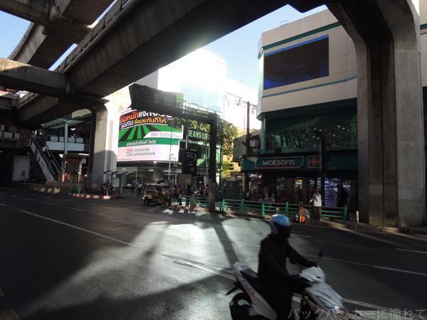 20160202195319 - カオサン通りから路線バスで繁華街への行き方!〜シーロム・ナナ編〜