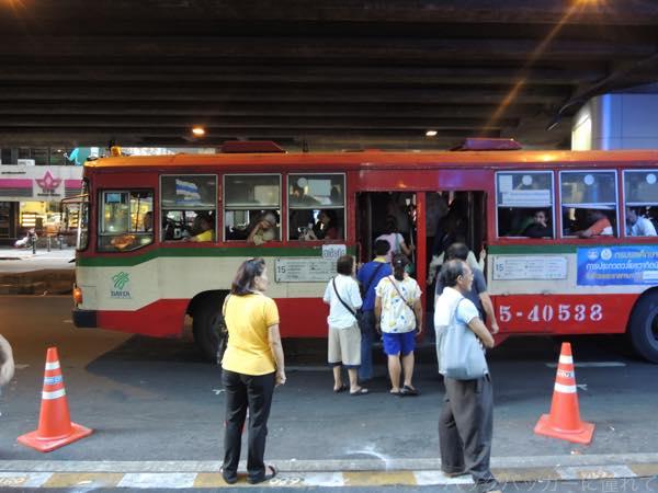 20160202201301 - カオサン通りから路線バスで繁華街への行き方!〜シーロム・ナナ編〜