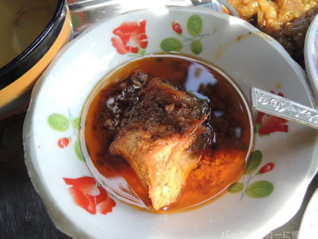 20161017183811 - 【ミャンマー】バガンのきたな美味いローカル店で絶品チキン&ポークカレー
