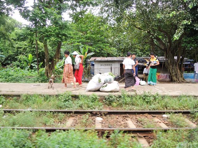 20161028221627 - ヤンゴン環状線でぐるっと一周3時間のゆるり列車旅