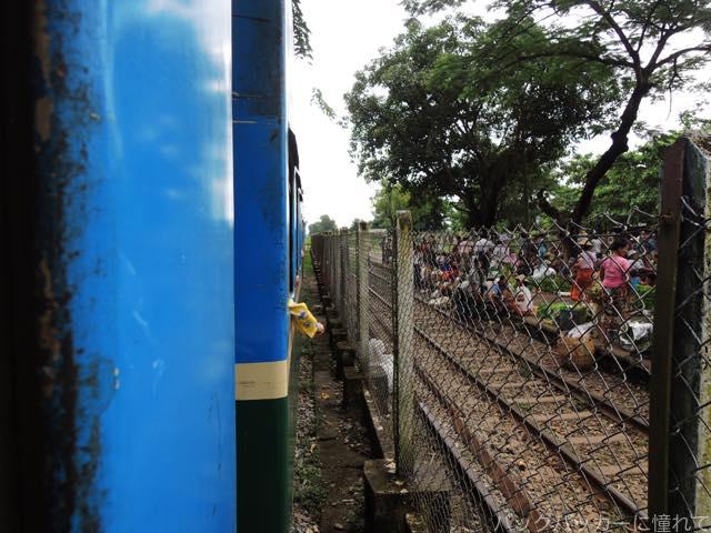 20161029075140 - ヤンゴン環状線でぐるっと一周3時間のゆるり列車旅