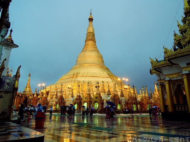 20161029175226 - ヤンゴン最後の夜はエンペラーミュージックのダンスフロアに細やかな色気