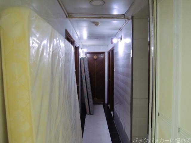 20161104144350 - 香港安宿の聖地重慶大厦で裸の女性が出迎える「カマルデラックスホテル」宿泊記'16