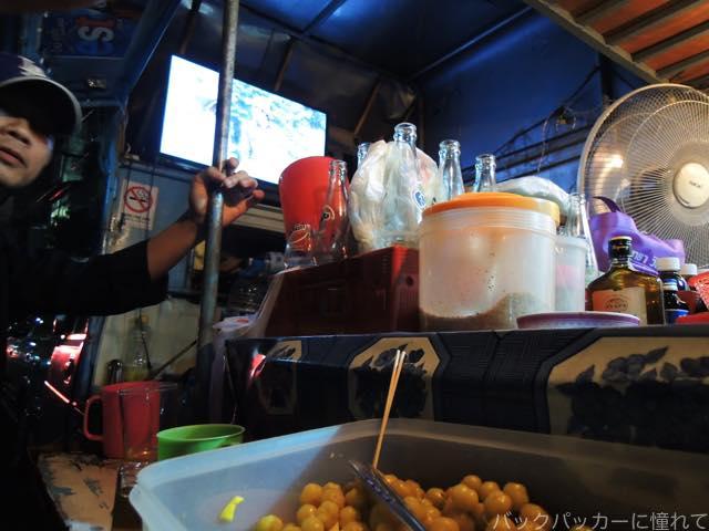 20161209211438 - 【バンコク】ラチャテウィーの青空レストランと軽トラ酒場でローカルはしご酒